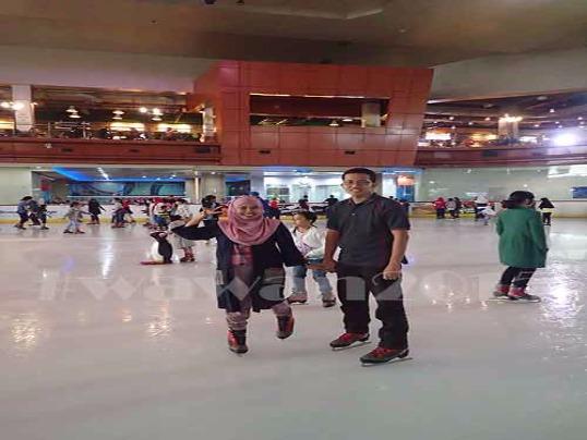 Ilustrasi Ice Skating Di BSD